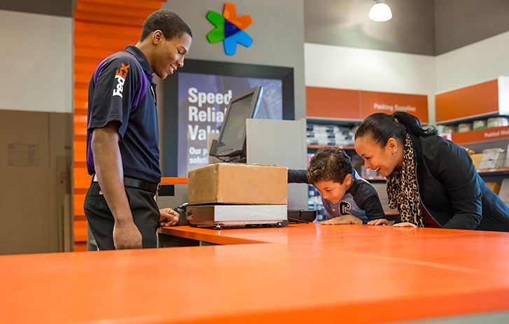 Customers Weighing Boxes In A Fedex Office Location Innovative Services Corporate Photography Logistics