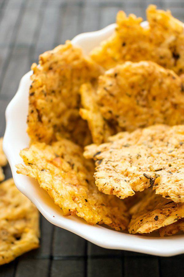 Abnehmen und Snacken: Diese Chips sind in deiner Low Carb Diät erlaubt – und du machst sie easy selber