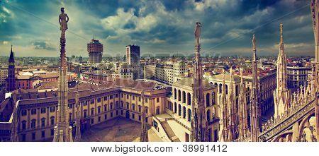 Panorama de Milão, Itália. Vista da Catedral de Milão. Palácio ... www.bigstock.com.br450 × 221Pesquisar por imagens Panorama de Milão, Itália. Vista da Catedral de Milão. Palácio Real de Milão