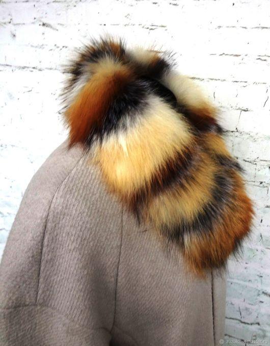Опушка на капюшон выполнена из меха рыжей лисы сибирского региона.с вставками из меха чернобурки. Окрас лисы светлый, с яркими рыжими полосками. При желании выполню в других размерах.