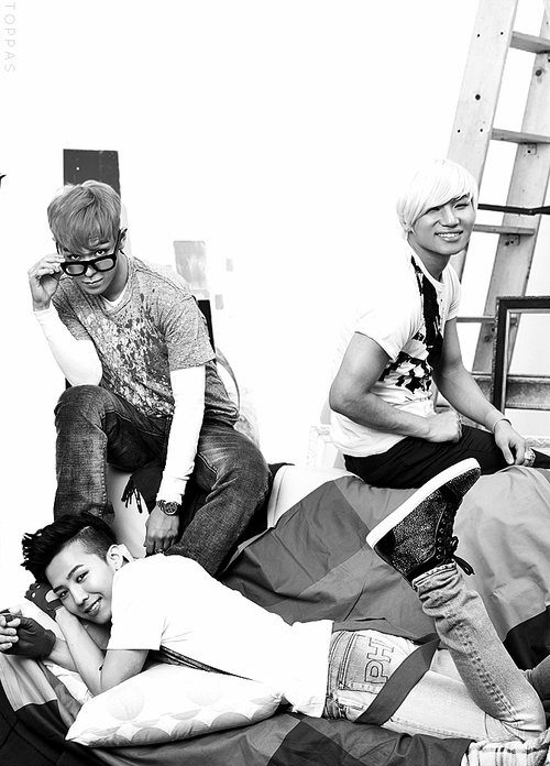 TOP is ploting what to do to that ass xD