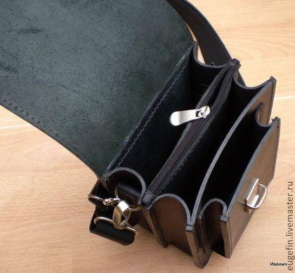 Купить или заказать Мужская кожаная сумка 'Мокрый асфальт-01' в интернет-магазине на Ярмарке Мастеров. Простая повседневная сумочка из шорно-седельной кожи толщ. 2,5-3 . Очень удобная в использовании. Отлично смотрится на плече. Два отделения с карманом- перегородкой на молнии. Под клапаном два отделения размер 135мм Х 165мм Х 40мм. Размер внутри кармана 90мм Х 135мм Х 25мм, глубина 135мм. Внешние размеры 200мм Х 160мм Х 115мм Наплечный регулируемый ремень160см из плотной текстильной ...