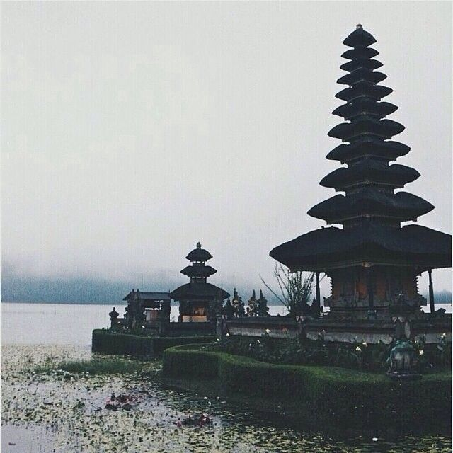Heres another fascinating #awesomeplaceinbali. This good-looking shots taken by #baliislandphotog @ardra_papoy taken at Pura Ulundanu Bedugul   ------------------------------------ #bali #baliisland #explorebali #jelajahbali #awesomeplace #awesomeplaces