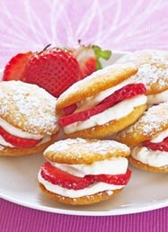 Strawberry whoopies