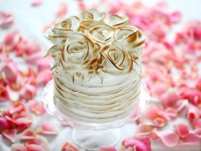 Recipe For This Beautiful Mother's Day Cake - I love the roses on the top!
