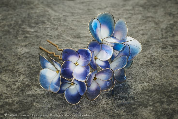 Photo by Ryoukan Abe (www.ryoukan-abe.com)         2014 紫陽花 簪【 水の器・紫 】 Japanese hair accessory - Hydrangea Kanzashi - by Sakae, Japan