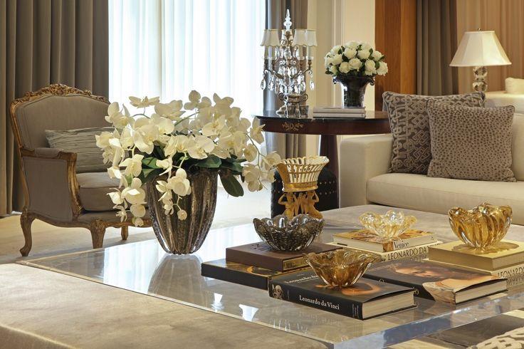 Mesa de centro perfeita com muranos lindos! Christina Hamoui – I|A house