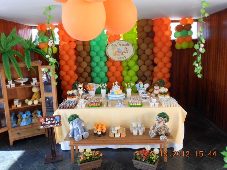 festa safari baby veja no site: http://fazendo-festa.net/decoracao-festa-infantil-meninos/festa-tema-safary-baby/