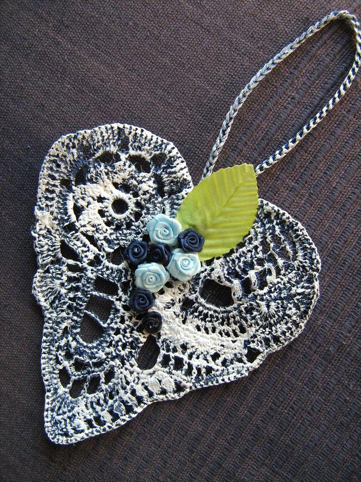 Srdíčko háčkované modro bílé