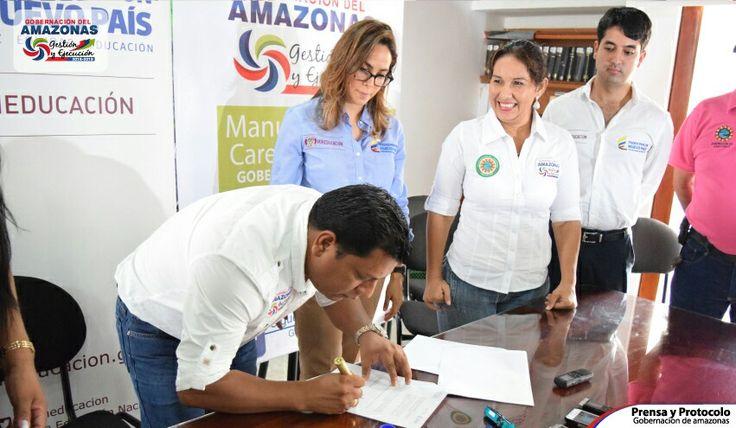 #AcuerdoPorLaEducación con el Gobernador del Departamento de #Amazonas junto con la Ministra de Educación  Gina Parody, para hacer de #Colombia la más educada.