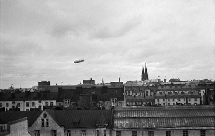 Ilmalaiva Graf Zeppelin Helsingin yllä nähtynä Ullanlinnasta.