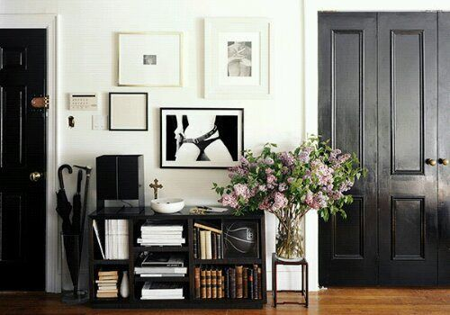 portas coloridasDecor, The Doors, Closets Doors, Black Doors, Black And White, Black Interiors Doors, Front Doors, Black White, White Wall