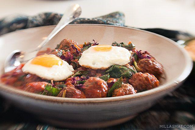Marokkanske kjøttboller i tomatsaus med spinat og egg | Millas Mat