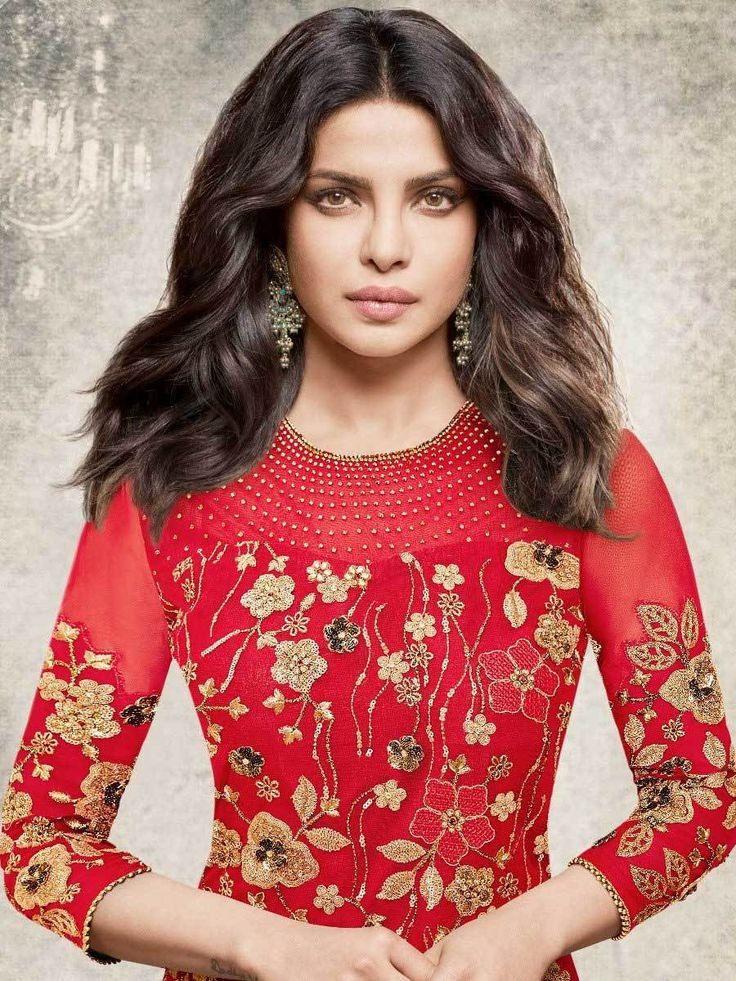 вставляются фото индийской актрисы чопры немного доработан современными