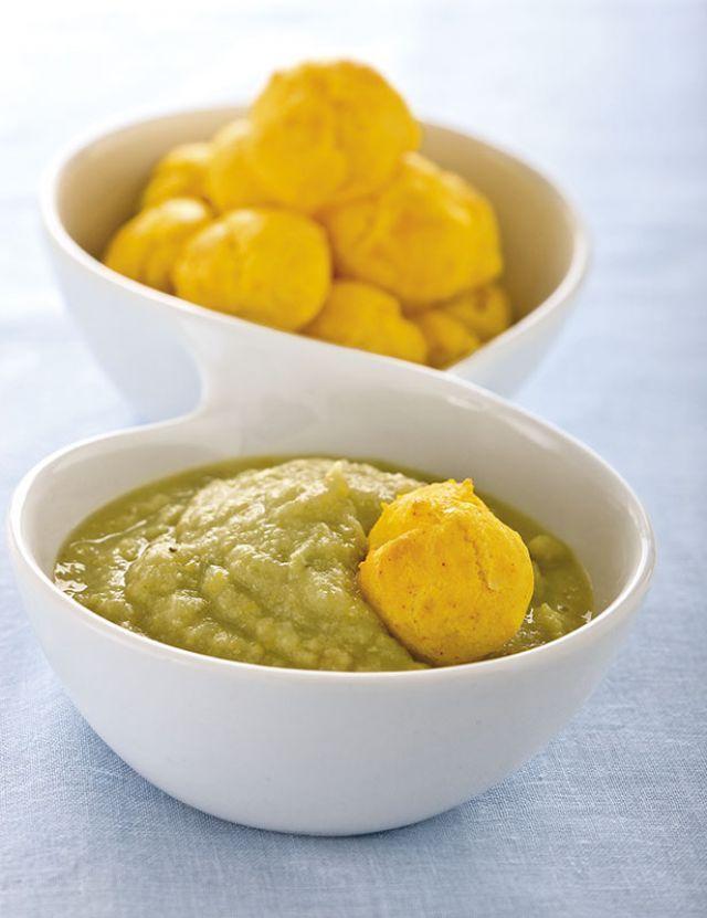 Crema di carciofi con piccoli bignè allo zafferano. Ricetta di Ornella Cletini, Foto di Laila Pozzo Tratta dalla rivista Cucina Naturale.