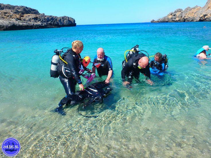 Duikvakanties Griekenland: De onderwater wereld vanGriekenland is vol prachtige exotische vissen, inktvissen, zeesterren, sponzen, grotten, koraal enplanten! Kreta, Griekenlandbiedt een brede variëteit aan spectaculaire duikplaatsen voor duikers van ieder niveau. Duiken op Kreta is geschikt voor iedereen. Zorbas Island biedt u mogelijkheden om uw eerste duik te nemen, een eerste duikcursus, duiken voor gevorderden, De