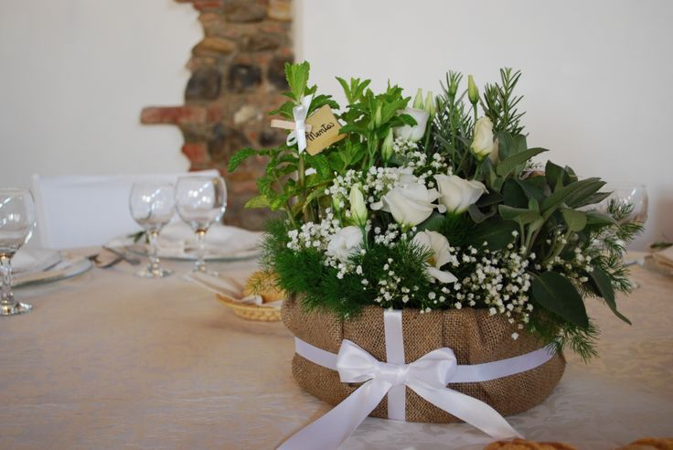 Centrotavola con erbe aromatiche e lisianthus