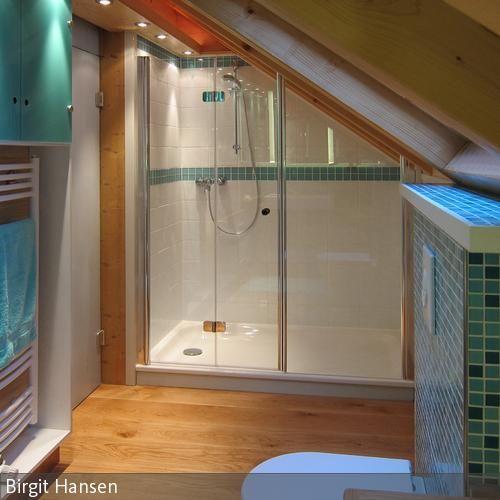 Der Großzügige Duschbereich Ist Mit Einer Duschtasse Aus Stahlemaill  Ausgestattet. Diese Ist Nicht Nur Strapazierfähig