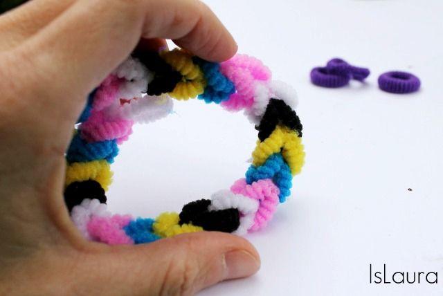 Come realizzare dei semplici bracciali con elastici per capelli