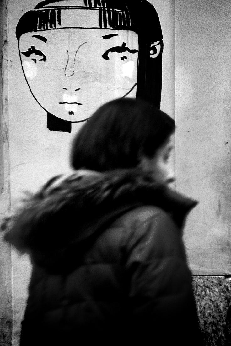 Giovani donne a confronto (Torino, zona universitaria)