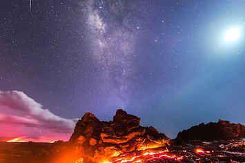 In diesem mega Foto treffen sich Lava, unsere Galaxie und ein Meteorit