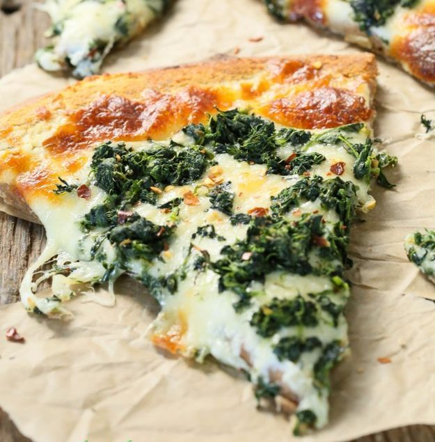 Roasted Garlic Spinach White Pizza | Alternative Healthy Pizza Recipes That Really Taste Like Heaven! You'll Never Go Wrong With These 10 Easy And Delicious Dinner Ideas by Homemade Recipes at http://homemaderecipes.com/healthy-pizza-recipes/