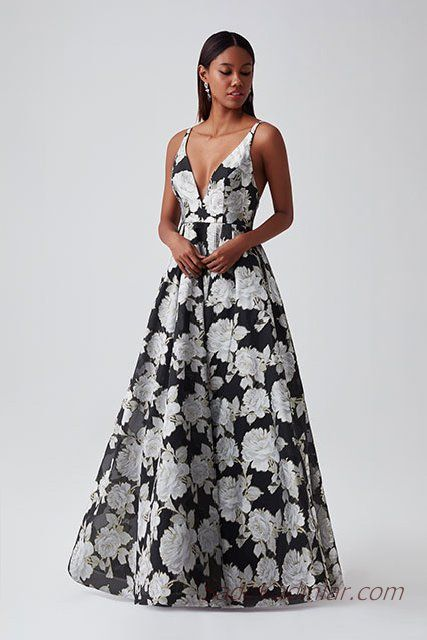 e72f1423bb0ef 2019 Abiye Elbise Modelleri Siyah Uzun V Yakalı Askılı Kolsuz Çiçek Desenli  Kabarık Etekli
