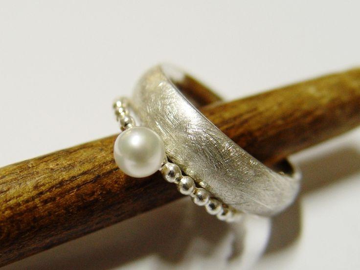 Eheringe - Silberinge mit Perle im Set - ein Designerstück von Goldschmiede-Dunder bei DaWanda