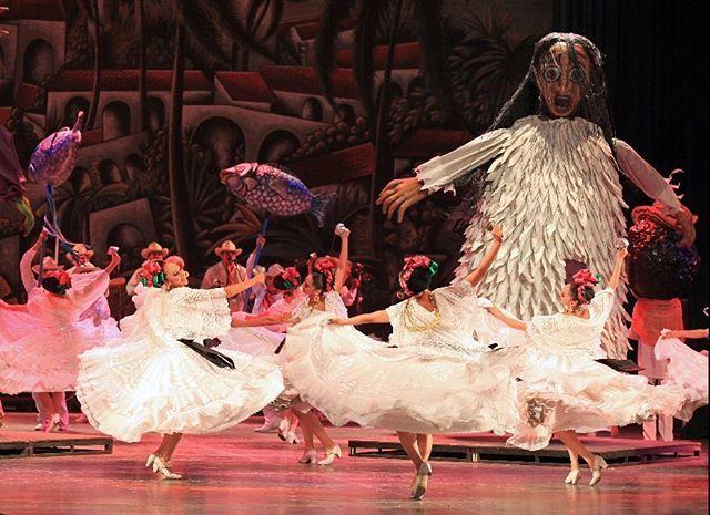 Ballet Folklorico De Mexico De Amalia Hernandez Ballet Folklorico Dance Art Ballet