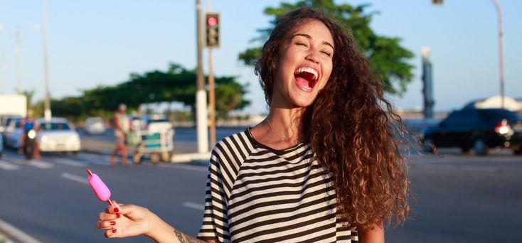 Scopri questi 7 rimedi facili ed efficaci per liberarti dei capelli crespi mantenedoli idratati.