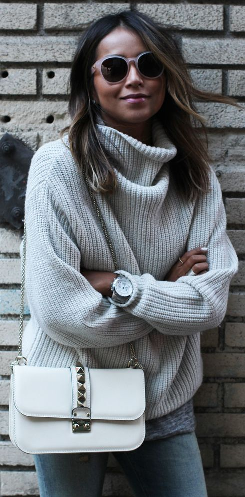 Julie Sarinana is wearing a milk coloured knit sweater from Aritzia