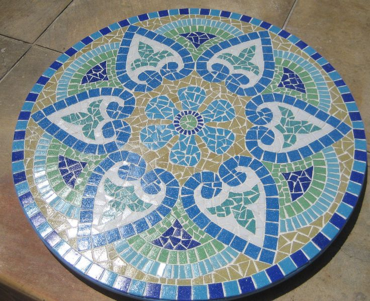 Tábua giratória de frios com mosaico. Mosaic mandala