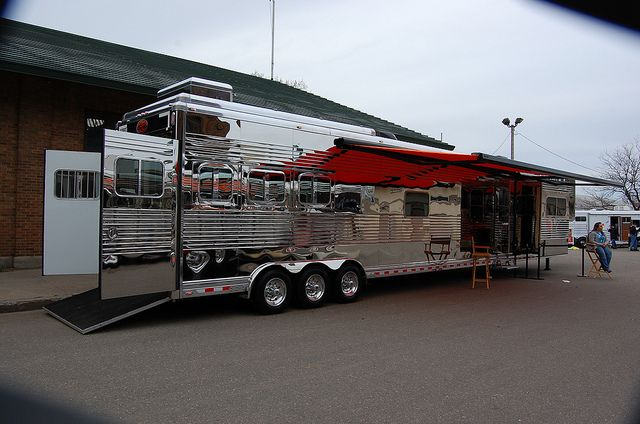 luxury horse trailers | Sundowner 53.5 ft Luxury Liner horse trailer