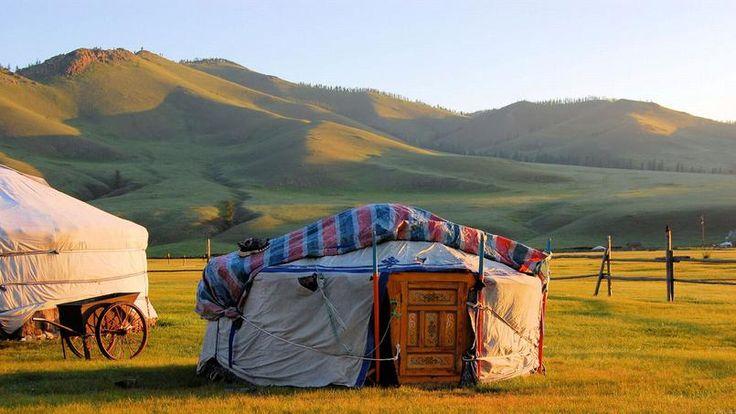 Dormir dans une yourte - L'habitat traditionnel des Mongols est adapté à la vie nomade. Passer la nuit dans une de ces tentes est un devoir du visiteur.