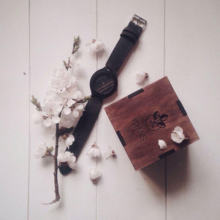 Модель 206 brown (в наличии)   Глубокий вдох. Изобилие ароматов. Цвета. Гармонии. Света. Выдох. В такие моменты время перестаёт существовать.  #woodwatch #watch #CHAS