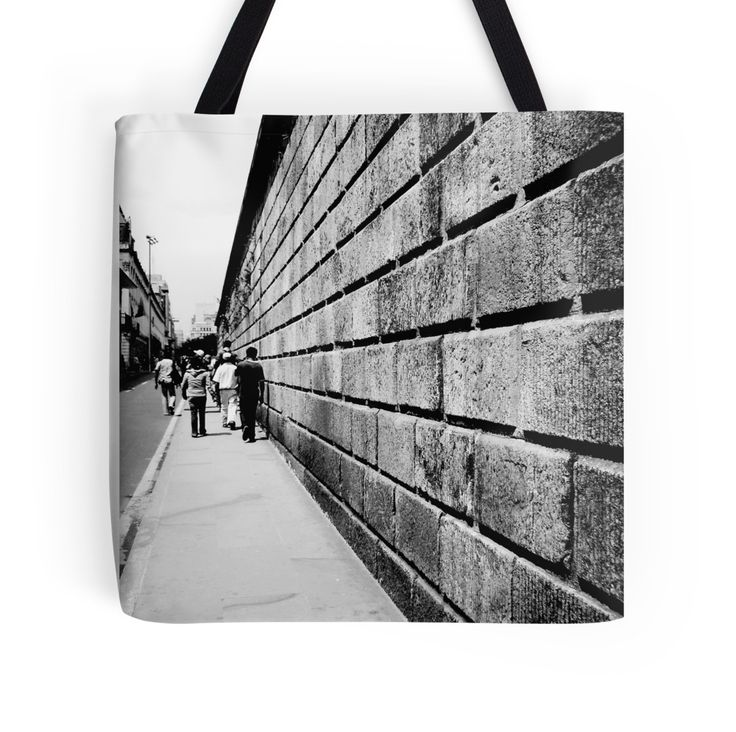 Street Lines by nath-gary #bag #Photography #UrbanPhotography #People #Architecture #Urban #BlackAndWhite #Lines #Perspective