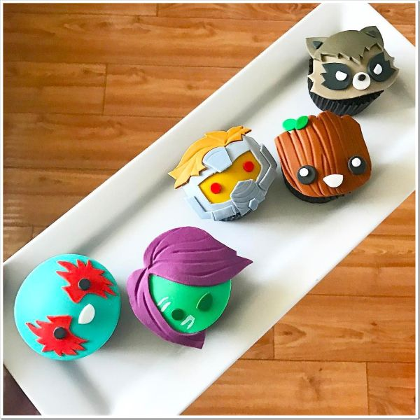 These adorable Guardians Of The Galaxy Cupcakes were made by Koalipops. These cute cupcakes feature the faces of Drax, Gamora, Star-Lord, Groot, and Rocket Raccoon. I really like how JK cuts out the pieces of fondant and places them on the cupcake. This gives the faces on the cupcakes a...