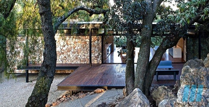 FutureSpaces - Westcliff Pavilion Recently awarded a commendation at the South African Institute of Structural Steel Awards, the dwelling is a fine example of contemporary steel architecture.