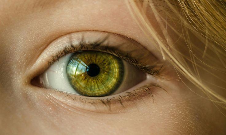Naturalny Lifting - zabieg dostępny w Klinikach Anna Pikura - to sposób na odmłodzenie okolic oczu za pomocą kolagenu aktywnego biologicznie i alg. Zabieg obejmuje wprowadzenie Kolagenu AP BIOAKTIV w głąb skóry za pomocą sonoforezy oraz aplikację intensywnie nawilżających alg. Seria zabiegów pozwala uzyskać trwałą poprawę wyglądu skóry wokół oczu, spłycenie zmarszczek oraz głębokie nawilżenie.  Cena to tylko 200 zł. Polecamy!  http://annapikura.com/kosmetologia_zabiegioczy.html