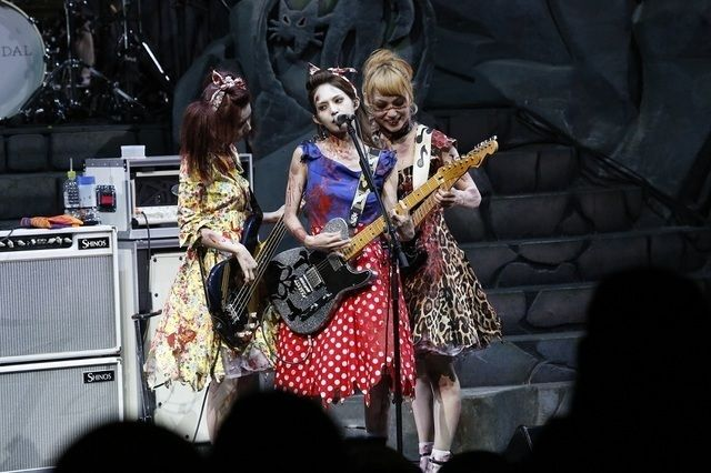 SCANDAL「全員をゾンビにして帰りたい!」ハロウィーンの衣装で圧巻ライブ披露 (画像 9/9)| 邦楽 ニュース | RO69(アールオーロック) - ロッキング・オンの音楽情報サイト