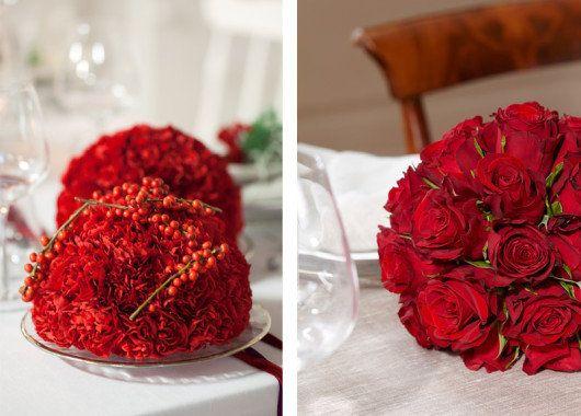 Dekorér bordet med lekre nellik- og rosekuler.