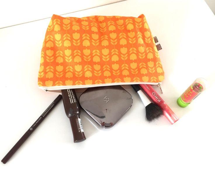 "Trousse à maquillage tissu ""Orla Kelly"" orange : Trousses par bazaracaro"
