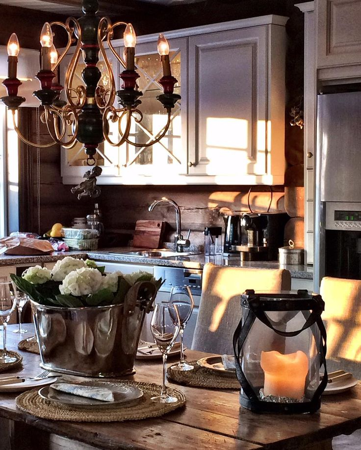My mountain kitchen #hafjell #sandstulia #norway #cabin #cabinlife #kitchen #kjøkken #hytte #hytteliv #mountain #mountainlife #myhome #mystyle #interior #interiordesign #interiormagasinet #interiørmagasinet #interior_and_living #interiør123 #bonytt #vakrehjemoginterior #vakrehytteroglandsteder #vakrerom #123hytteinspirasjon #kava_interior #laftehytte #laft #tømmerhytte