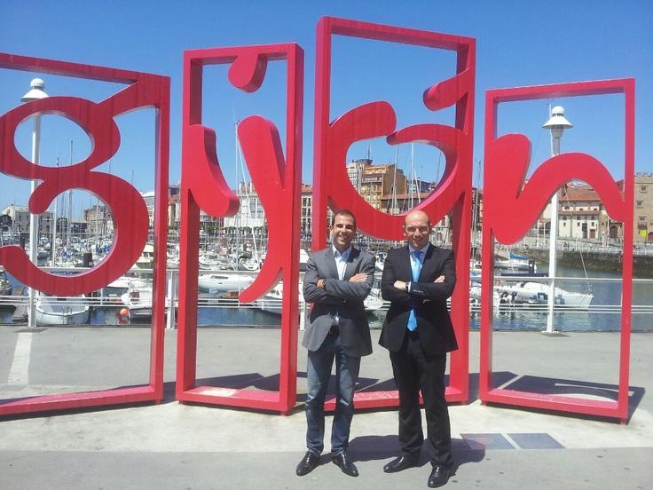 Compartiendo en Gijón nuevas experiencias inmobiliarias con Miguel de  inmobiliaria MIPISO de Laredo.