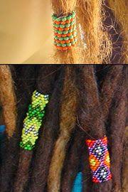 Een peyote stitch in oranje en groen