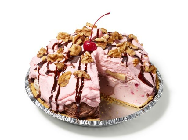 #FNMag's Banana Split PieSpring Summe Recipe, Split Pies, Food Sweets, Recipese Desserts, Bananas Split, I Fnmag Bananas, Sweets Tooth, Banana Split Pie, Icecream Popsicles