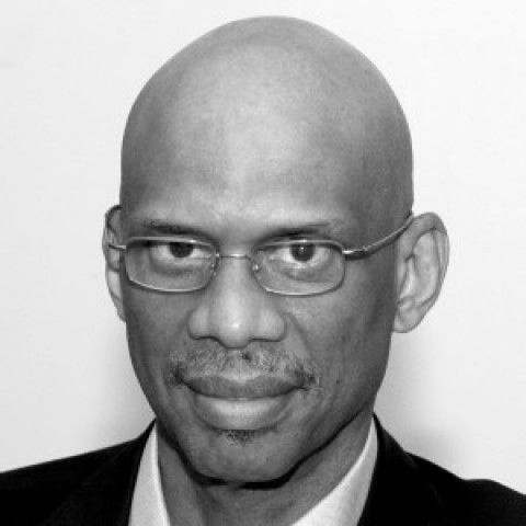an analysis of kareem abdul jabbars article this is the difference between donald trump and bernie s Donald trump vs bernie sanders: by kareem abdul-jabbar donald trump & bernie sanders kareem abdul-jabbar, the nba's all-time leading scorer, is a former cultural ambassador for the united states and the author of several bestselling books.