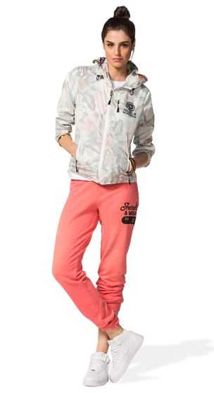THE PERFECT STYLE FOR JOGGING: THE NEW WINDBREACKER INSIDE PRINTED NYLON JACKET…