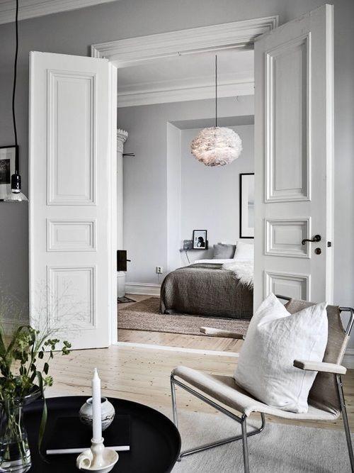 Legende Klassische Eleganz und nordischer Minimalismus gepaart mit Wohn- und Schlafzimmer.