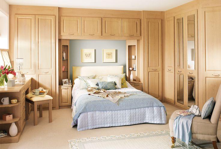 Спальня со шкафами во всю стену